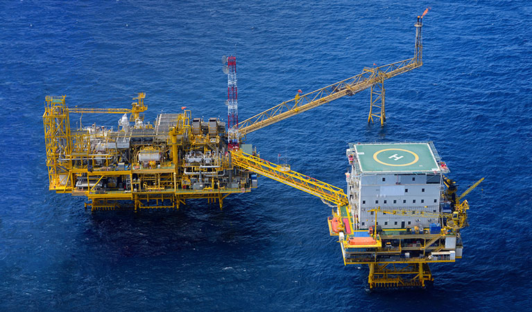 Offshore Oil Rigs - Helicopter Recovery Services